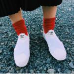 赤い靴下を大人かわいく! オシャレ上級者のコーデを真似しよう!